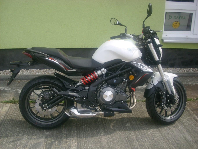 Benelli BN 302 Nakedbike Neufahrzeug