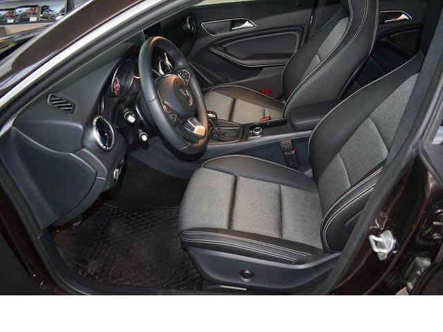 Mercedes-Benz CLA 200 d COUPE LANE ASSIST PARK NAVI CONFORT full